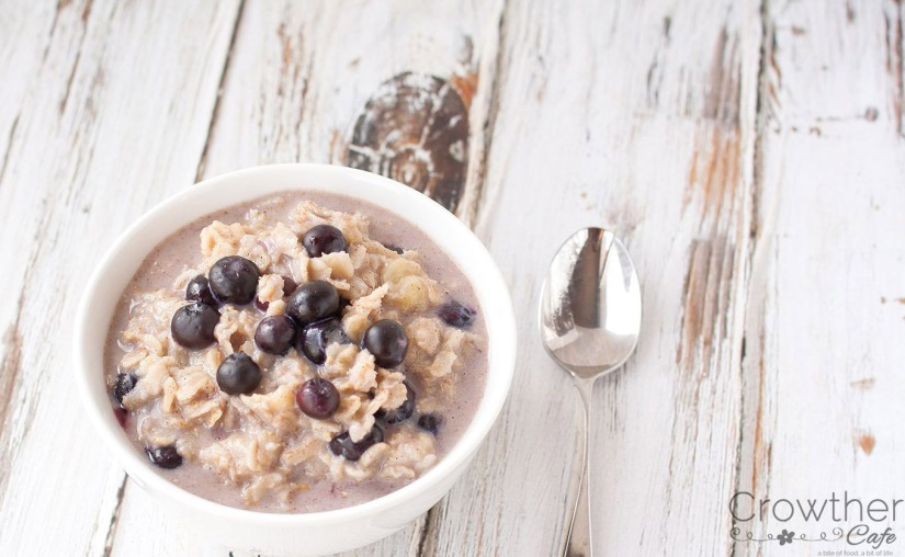Everyday breakfast...quick and easy no-sugar added oatmeal! #paleo #vegetarian #sugarfree #lowsodium